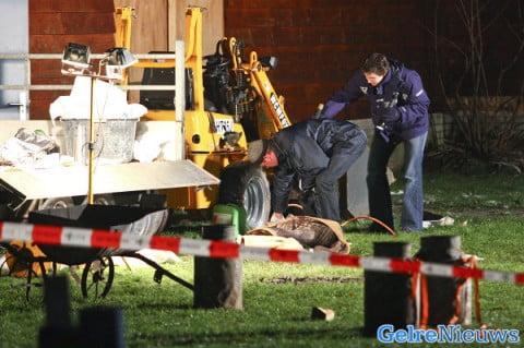 Technisch rechercheurs van de politie verrichten onderzoek op de plek van het ongeval. foto Nicolaas Kerkmeijer/Fotobureau Kerkmeijer