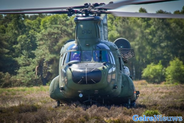 Waarom vliegt de helikopter boven ons?