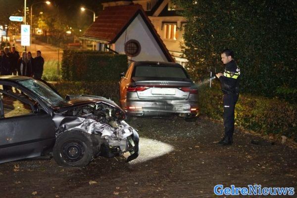 Auto Vliegt Uit De Bocht En Ramt Peperdure Audi