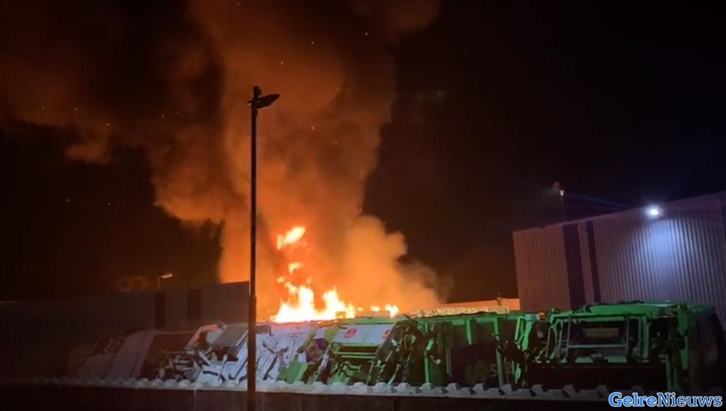 Metershoge vlammen bij grote brand in Weurt