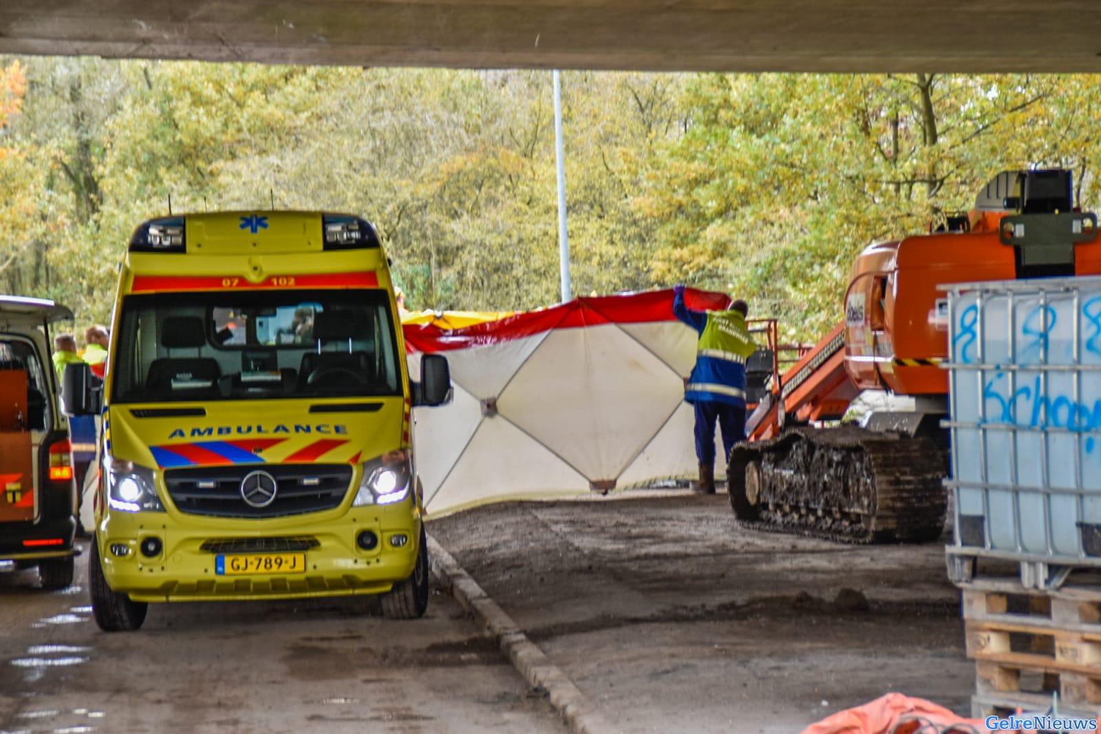 Dode bij bedrijfsongeval onder het viaduct A50